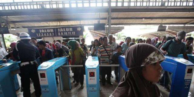 Waduh,Tiket Kereta Naik 1 Januari 2015