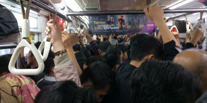 Apa Penyebab Penumpang Konflik Saat Berdesakan di Transportasi Umum?
