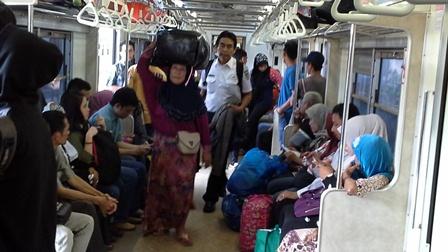 Malangnya Penumpang di Stasiun Sudirman