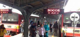 Berjubel Iklan di Stasiun Bogor