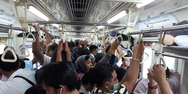 Horeee, Malam Tahun Baru Kereta Sampai Jam Dua Pagi