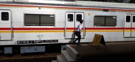 Petugas Kereta Tak Mendidik
