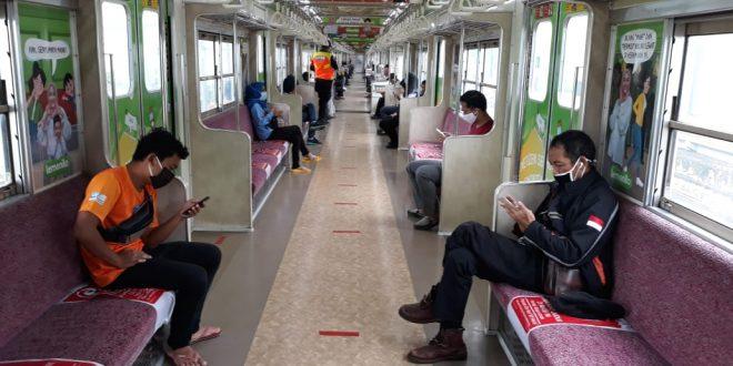 Berlakukan Larangan Menelepon di Kereta Commuterline