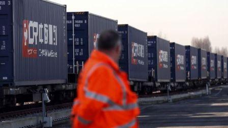Cina Luncurkan Kereta Barangnya