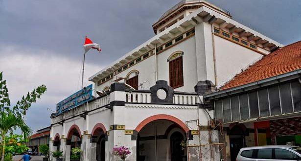 Melacak Stasiun Kuno di Indonesia
