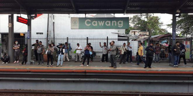 Luhut Belum Setuju Commuterline Berhenti Operasi Selama Corona