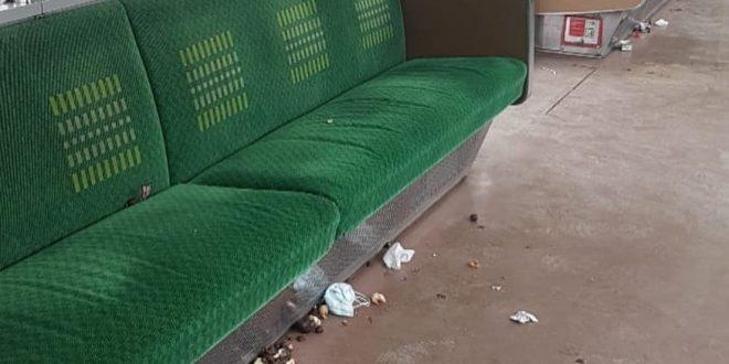 Viral Foto Joroknya Sampah di Dalam Gerbong. Petugas Diminta Tegas